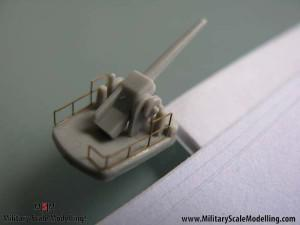 030 - Detailling some heavy guns.JPG - USS ESSEX CV9 In Progress Pictures