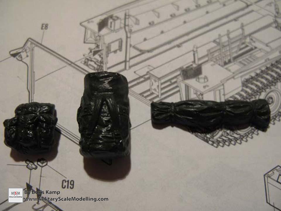 some baggage (AAVP-7A1 RAM RS HobbyBoss 82415)