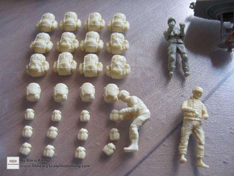 Cleaned all the resin! MOLLE bags & figures (AAVP-7A1 RAM RS Hob­byBoss 82415)