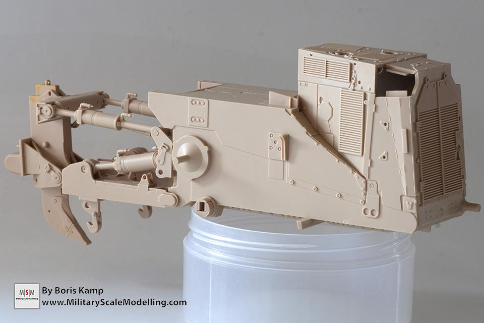 Finished the lower hull (1:35 D9R Bulldozer Meng SS-002)