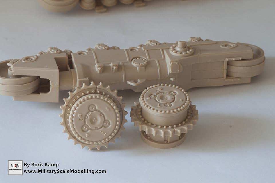 the drive sprocket wheels (1:35 D9R Bulldozer Meng SS-002)
