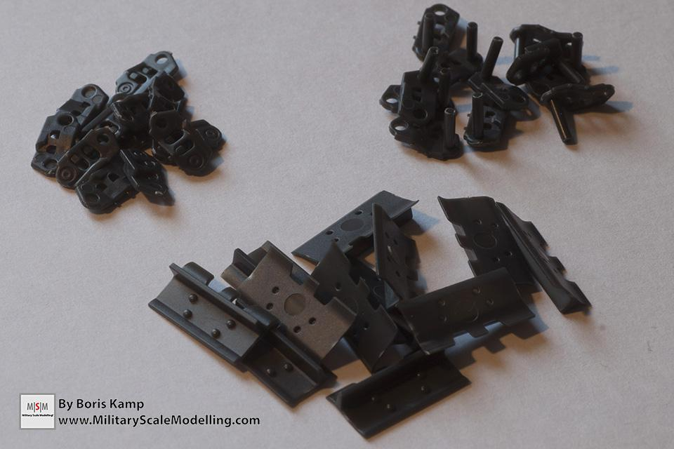 The track parts (1:35 D9R Bulldozer Meng SS-002)