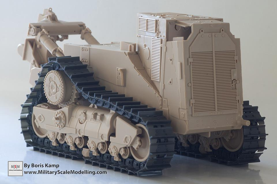 tracks on the D9R (1:35 D9R Bulldozer Meng SS-002)