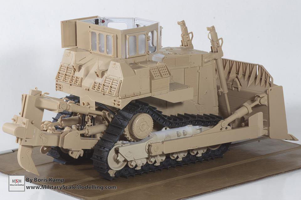 A dryfit of the bulldozer (1:35 D9R Bulldozer Meng SS-002)