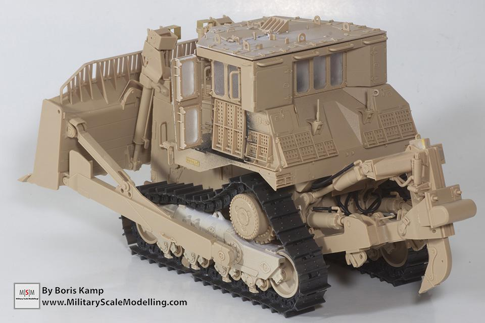 rear left side (1:35 D9R Bulldozer Meng SS-002)