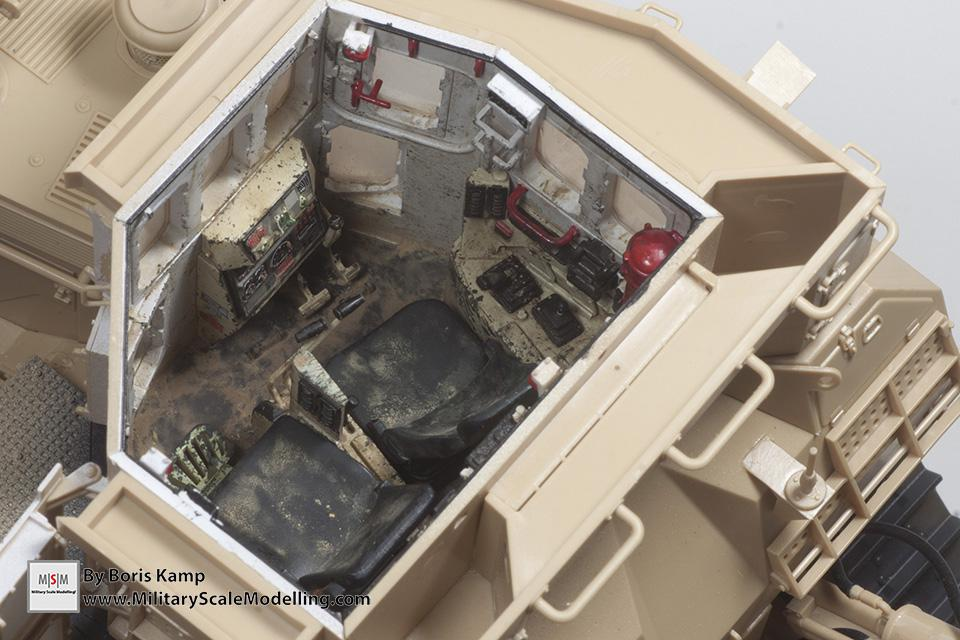 worn out interior (1:35 D9R Bulldozer Meng SS-002)