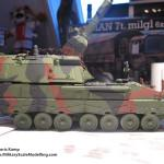 047 finished the camo pattern Panzerhaubitze 2000 Revell 803042