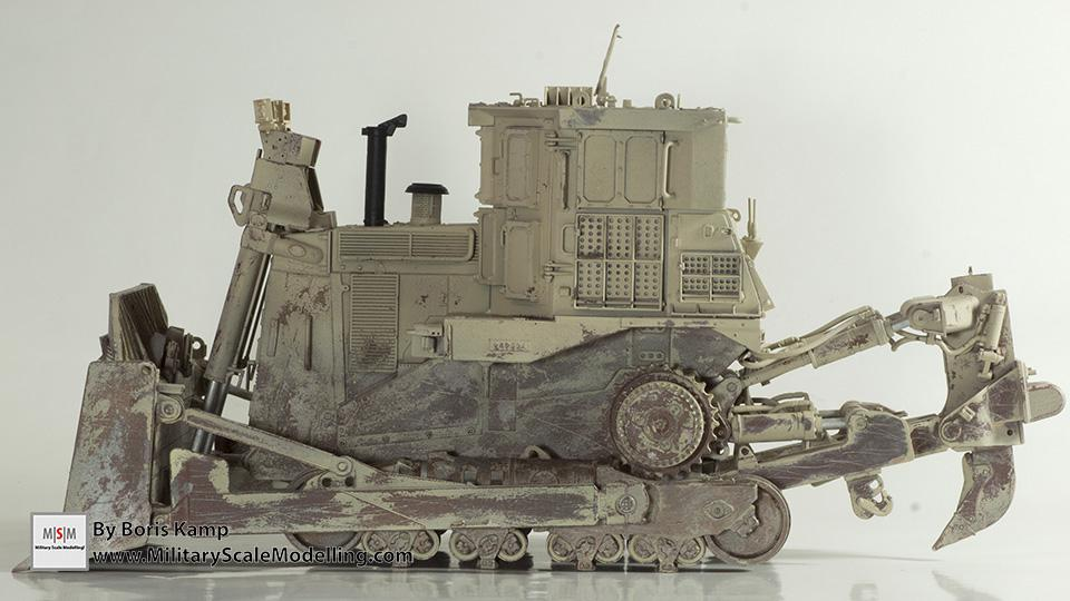 left side view (1:35 D9R Bulldozer Meng SS-002)
