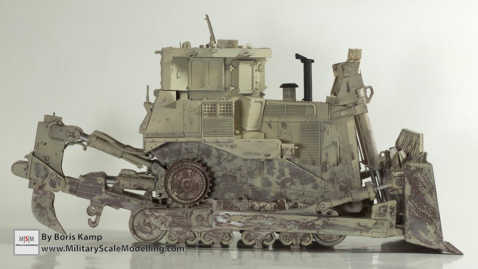 right side view (1:35 D9R Bulldozer Meng SS-002)