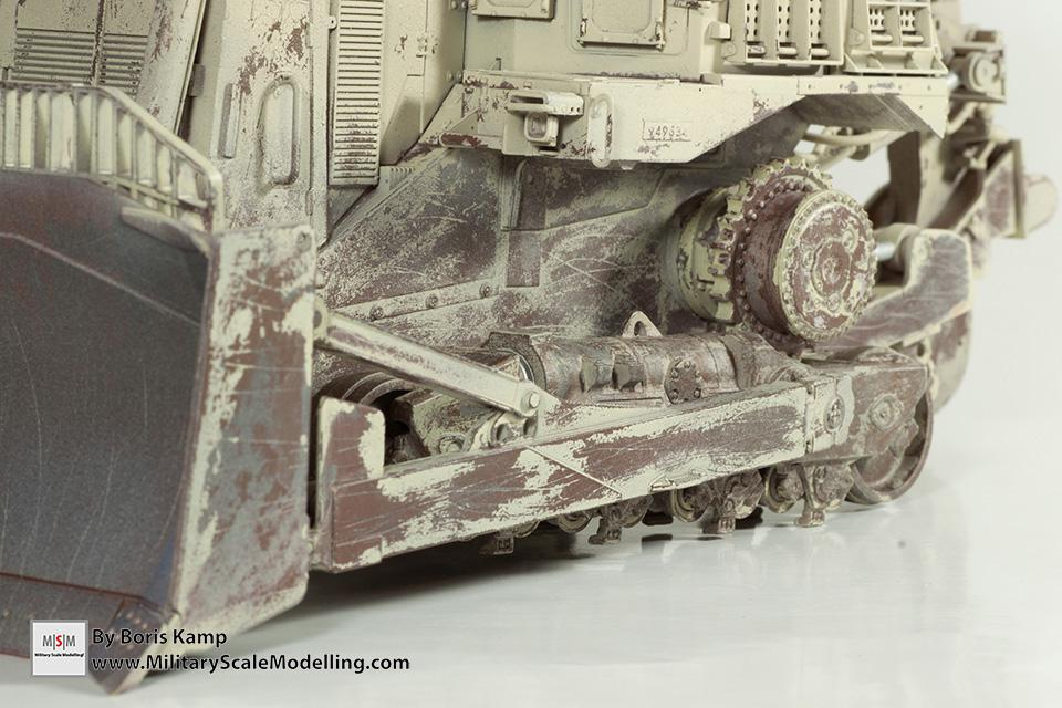 heavy chipping worn effect (1:35 D9R Bulldozer Meng SS-002)