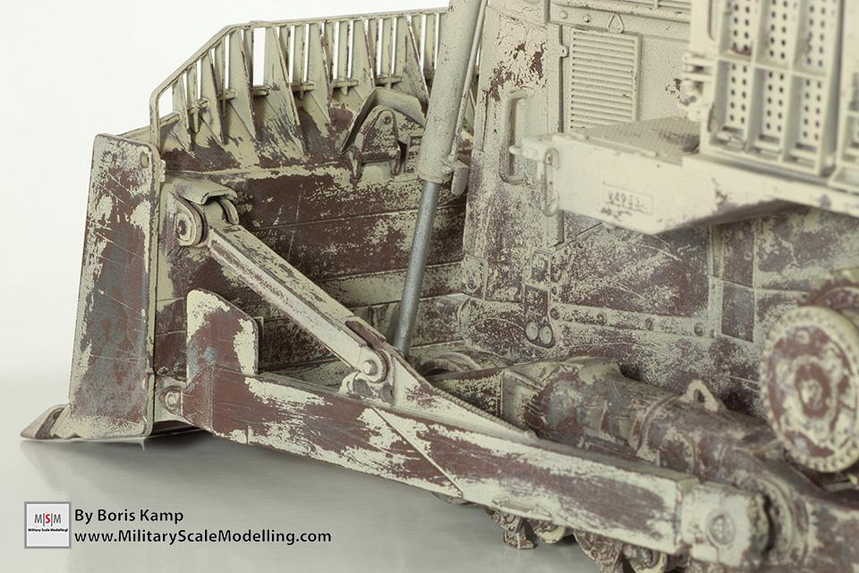 chipping paint closeup(1:35 D9R Bulldozer Meng SS-002)