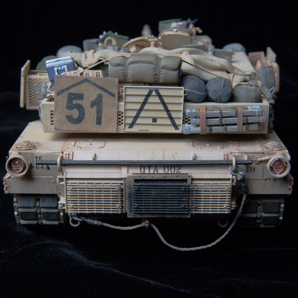 @boris-kamp This was a 1/35 scale Dragon 3535 model kit M1A1 AIM Abrams tank, completed in December